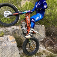 📢 Wheels up! It's #wheeliewednesday   #fantom #trial #motorcycle #wheelie #freeride #dirtbike #showa #trials #motorbike